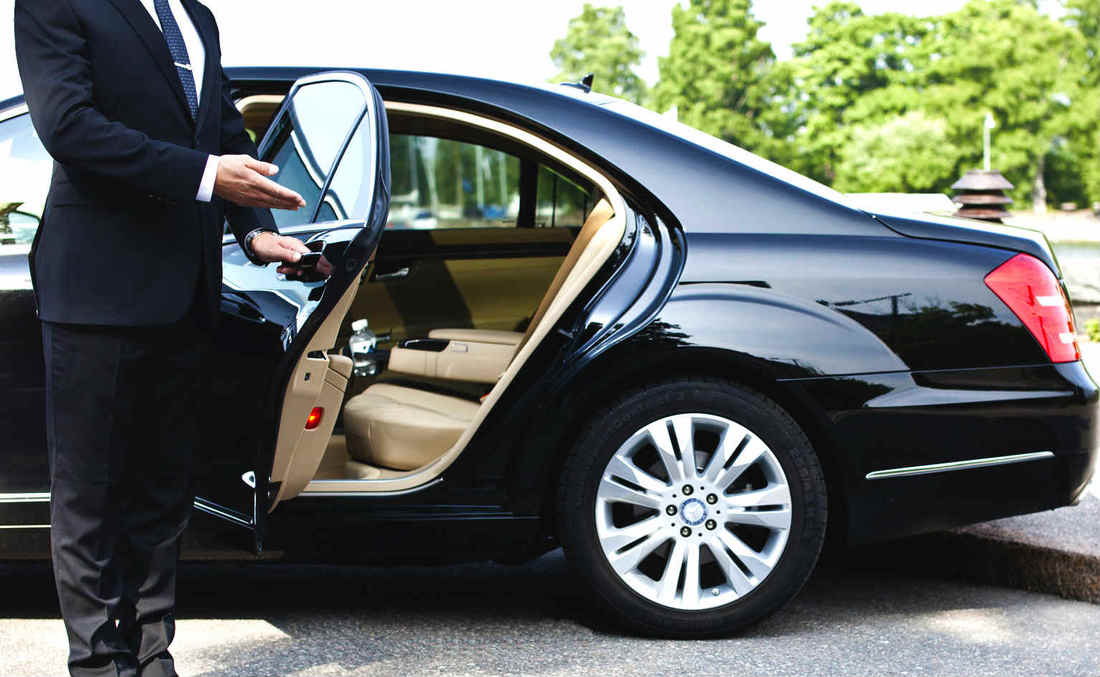 GoldStar Limo offers transportation services to the major Chicago airports